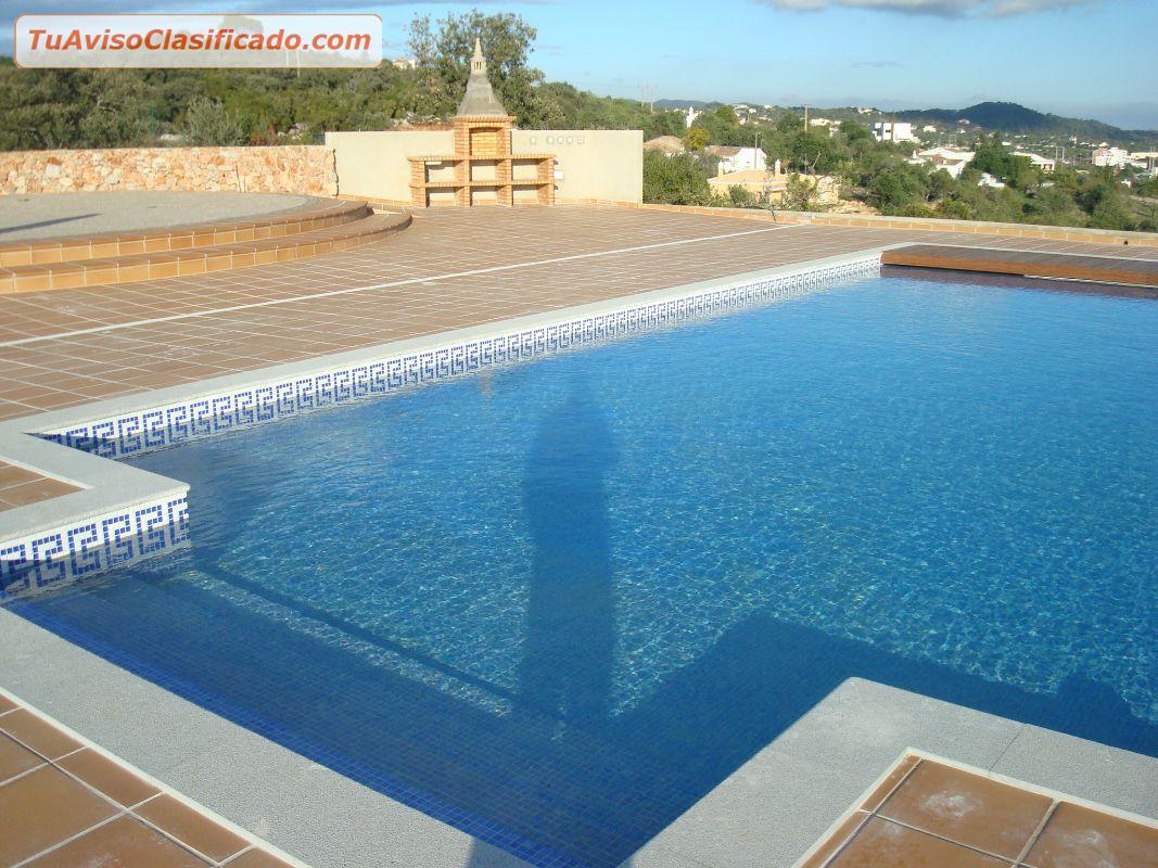 Moderna moradia isolada v4 com piscina venda em s o br s for Piscina moderna